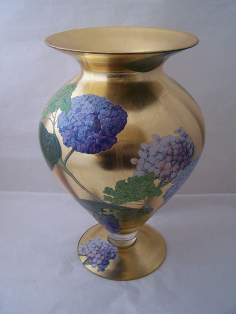 Egyptian Vase Hydrangea on Gold