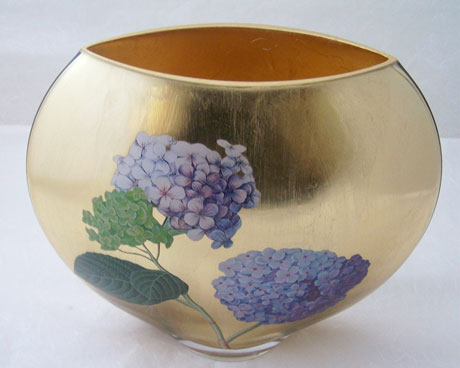 Moon Vase Hydrangea on Gold