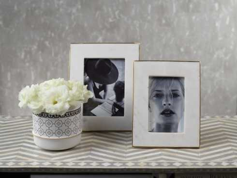 Frames collection with 14 products