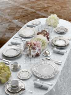 Couronne Imperial Blanc collection with 23 products