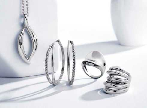 Lifestyle image 1 for Women's Jewelry