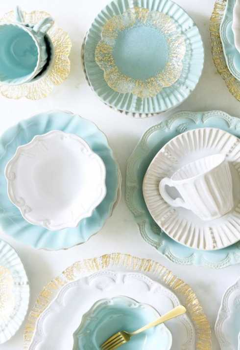 $660.00 Assorted Sixteen-Piece Place Setting
