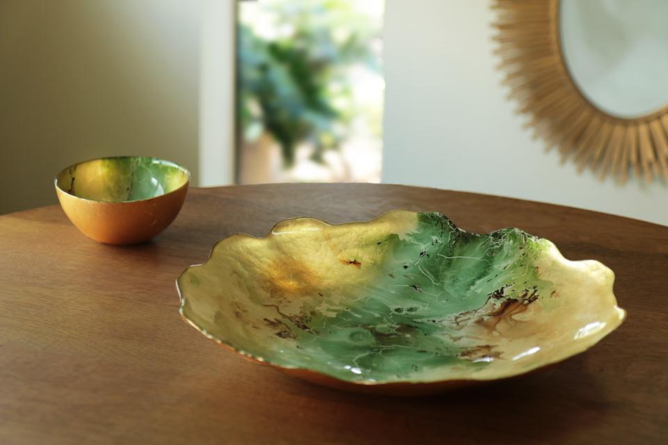 Glass Centerpiece W/Scalloped Edges (Lg) Green & Gold Marble
