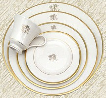 Signature Ivory Gold W/Mono Dinner PKD-151 collection with 1 products
