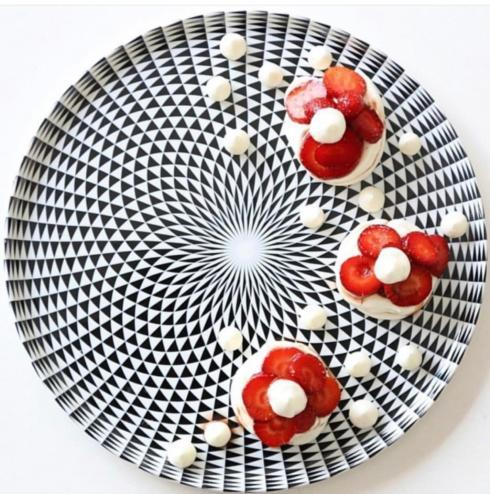 Round cake platter image