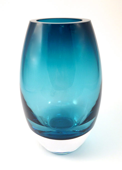 """Radiant Peacock Blue European Mouth Blown Crystal 9"""" Vase"""