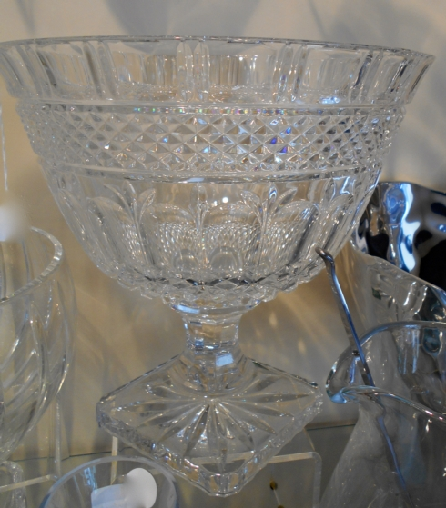 Footed crystal bowl collection with 1 products