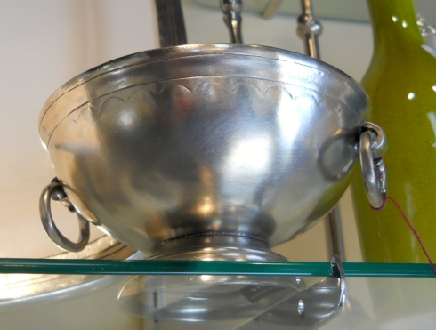Pewter bowl collection with 1 products