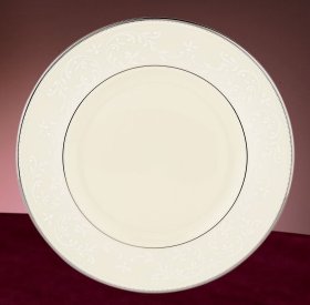 Pearl Innocence Accent Plate collection with 1 products