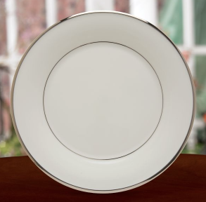 Solitaire White Dinner Plate collection with 1 products