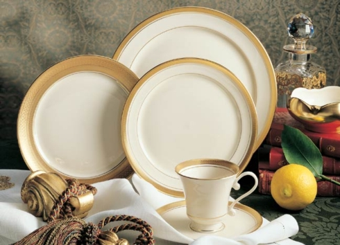 Rimmed soup bowl collection with 1 products
