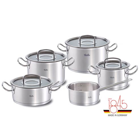 Cookware collection with 38 products