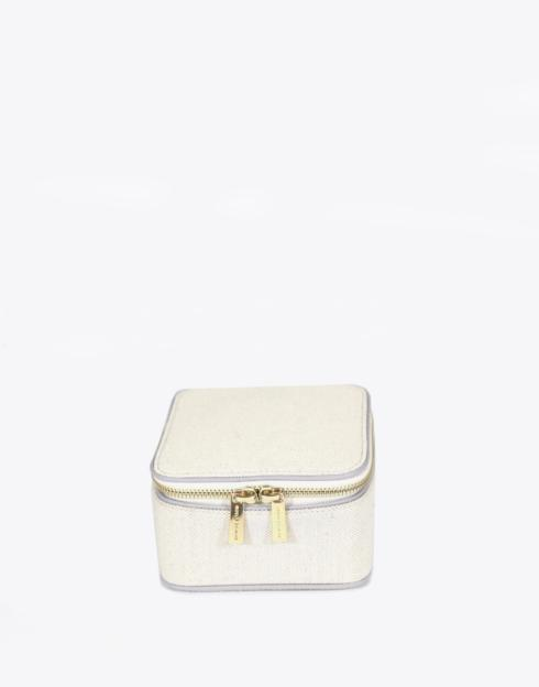 No. 57 The Mini Jewelry Case Pebble collection with 1 products