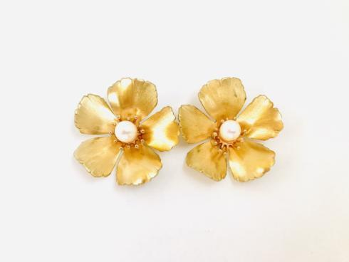 Large Golden Flower Stud with Pearl collection with 1 products