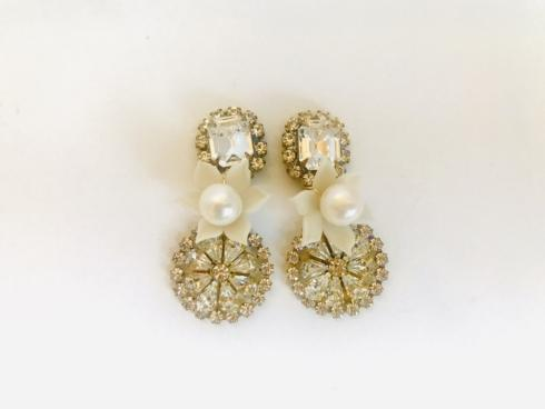 Double Gem with Floating Flower Earring collection with 1 products
