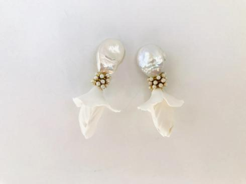 Pearl Hanging Flower Earring collection with 1 products