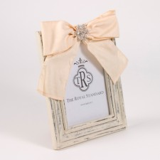 Royal Standard   SPARKLE BOW FRAME 4 X 6  $16.50
