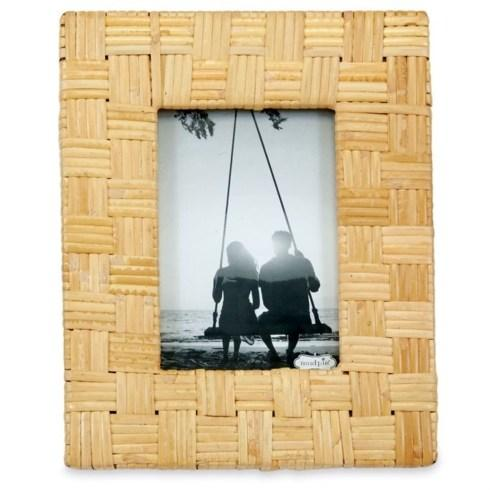 Lg. Rattan Frame collection with 1 products