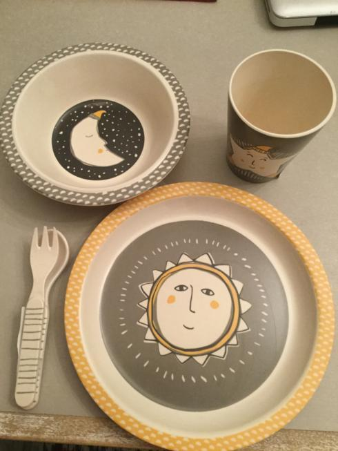 $25.00 Sun Moon Stars 4 pc Meal Set