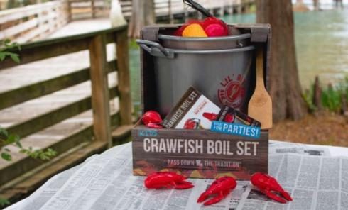 Lil Bit Crawfish Boil Set collection with 1 products