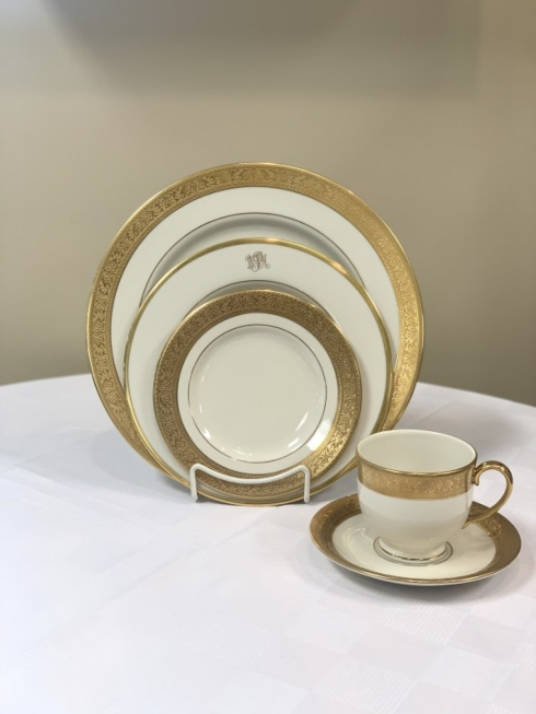 Pieces of Eight Exclusives   Westchester with Signature Gold Monogrammed Five Piece Place Setting $459.80