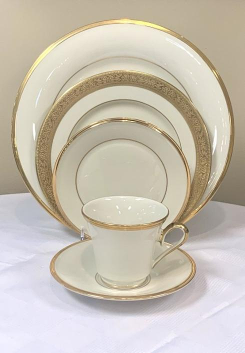 Pieces of Eight Exclusives   Eternal Ivory w/ Westchester by Lenox Five Piece Place Setting $179.20