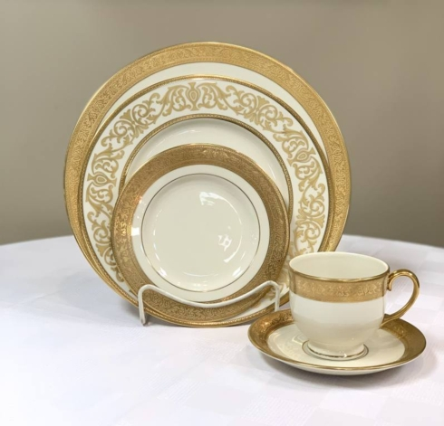 Pieces of Eight Exclusives   Westchester 5 Piece Place Setting $538.75