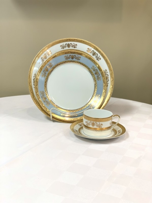 Pieces of Eight Exclusives   Orsay White with Powder Blue 4 Piece Place Setting $390.00