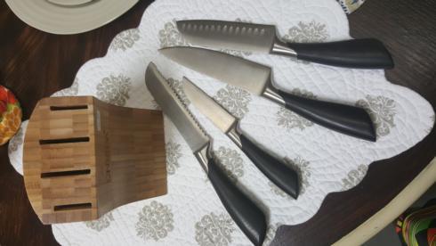 $45.00 5PC KNIFE/BLOCK SET