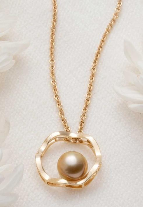 $1,825.00 OPEN FLUTED PENDANT WITH GOLDEN PEARL