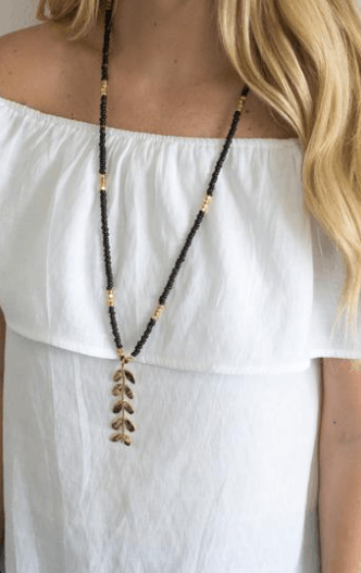 Laurel Necklace collection with 1 products