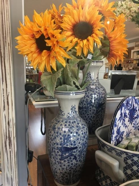 Southern Traditions Exclusives   Large Decorative Vase $75.00