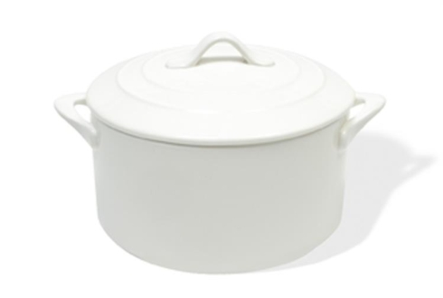 Maxwell & Williams  Bakeware Round White Covered Casserole $39.95