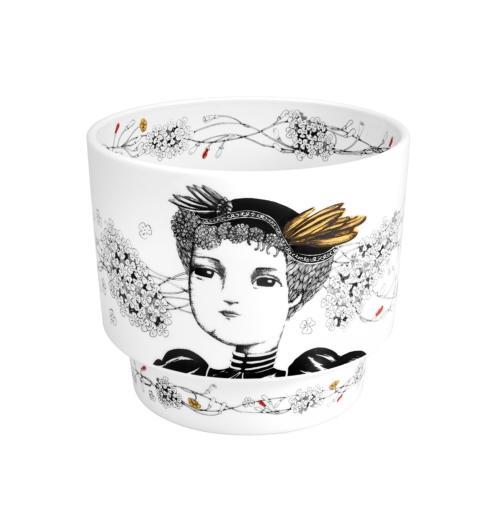 $125.00 Vase Queen D. Amelia